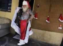 ตะลึง! ซานตาคลอสขาร็อค ผู้มีรอยสักทั้งตัว!