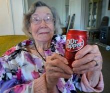 คุณยาย วัย 104 ปี เผยเคล็ดลับอายุยืน สุดแหวกแนว และนี่คือสิ่งคุณยายทำมาโดยตลอด