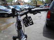เก๋กู๊ด-ไอเดียล้ำ! เครื่องชาร์จแบตมือถือจากแรงถีบจักรยาน ฉลุยโลดทั้งแช็ต-แชะ