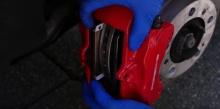 จะเกิดอะไรเมื่อนำสมาร์ทโฟน มาใช้แทนผ้าเบรคในรถยนต์ สุดหรู