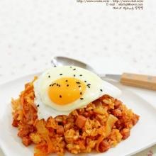 """สูตร """"ข้าวผัดกิมจิ (Kimchi Fried Rice)"""" อาหารเกาหลี แสนอร่อย"""