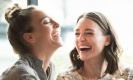 เหตุผลอันน่าทึ่งว่าทำไมคนเราจึงยิ้มและมีอารมณ์ขันไม่เท่ากัน