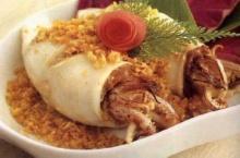 ปลาหมึกยัดไส้ทอดกระเทียมพริกไทย