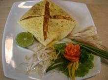 ผัดไทยซอสพริกห่อไข่