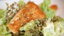 ยำปลาแซลมอนกับสาหร่ายฮิยาชิ