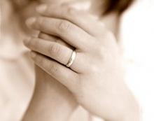 ทำไมแหวนแต่งงานต้องสวมนิ้วนางซ้าย