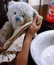 อาบน้ำให้ตุ๊กตา