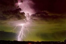 นักวิชาการแนะเลี่ยงภัยฟ้าผ่าฤดูฝน งดเล่นเน็ตต่อสายโทรศัพท์
