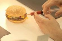 เบื้องหลังเบอร์เกอร์สุดเนี๊ยบ สิ่งที่คุณเห็น อาจไม่ใช่สิ่งที่คุณเคยกิน?