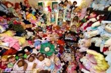 ชายคลั่งตุ๊กตา cabbage patch สะสมกว่า 600 ตัว