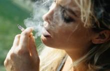 รู้หรือไม่ผู้หญิงสูบบุหรี่ เสี่ยงนมยาน
