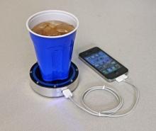 สนใจมั้ย onE Puck แท่นชาร์จมือถือด้วยพลังงานจากแก้วน้ำร้อนหรือน้ำเย็น! (มีคลิป)