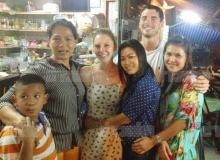 สองพี่น้องชาวอังกฤษ ซุ่มเงียบบินพบสาวไทยฮีโร่สึนามิ สุดซึ้งโผกอด-ขอเป็นแม่บุญธรรม!