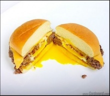 เบอร์เกอร์หมูไข่ดาว เมนูสำหรับผู้ที่ต้องการ โปรตีนเน้นๆ
