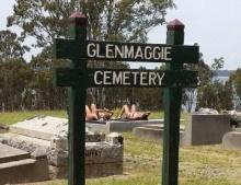 รุมประณาม 2 สาวนุ่งบิกินีนอนอาบแดดบนหลุมศพ !!!