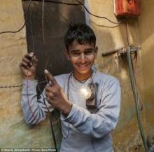 แปลก!! ไปดูมนุษย์ไฟฟ้าจากอินเดียกัน!!