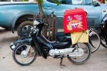 ลูกค้าฉุน สั่ง KFC แล้วส่งช้า แต่พอเห็นสภาพคนส่งเท่านั้นแหละ... ยอมเลย