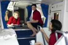 รู้ไหม? แอร์โฮสเตส-สจ๊วต พักผ่อน-นอนกันยังไงบนเครื่องบินโบอิ้ง