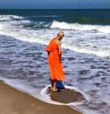 วิจารณ์สนั่น หมอลักษณ์โพสต์ภาพพระมหาบุญช่วย แหวกน้ำทะเล