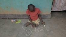 สื่อนอกเผยภาพสุดสะเทือนใจ เด็กชายพิการวาดขาของตัวเองขึ้นมาใหม่