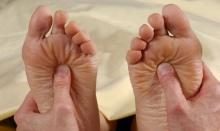 ต้องลอง!! วิธีนวดฝ่าเท้า เลิกบุหรี่และลดไมเกรน ทำแล้วเห็นผลจริง…