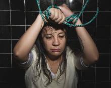 โหดร้ายและมีอยู่จริง!! สาวเล่าประสบการณ์จาก สถานบำบัดผู้เบี่ยงเบนทางเพศ มันเลวร้ายมาก!!