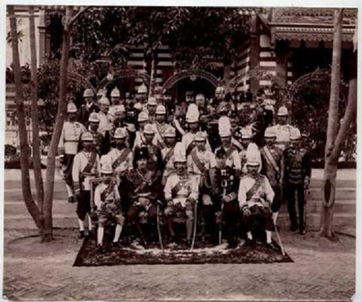 ภาพพระเจ้านิโคลัสที่ 2 ตอนเป็นมกุฏราชกุมารเสด็จมาไทยสมัยร.5 (คงเป็นพระราชวังบางปะอิน)