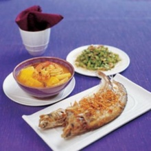 ปลาเนื้ออ่อนทอดกระเทียมพริกไทย