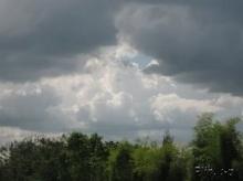 ทำไม ก่อนฝนตก เมฆจึงเปลี่ยนสี?