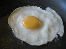 ทอดไข่ดาวให้ดูฟองใหญ่น่ากิน