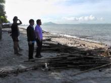 ตะลึง! ซากขยะเกยหาดบางแสนยาว 4.5 กม.