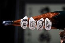 ภาพผู้นำจีนลงบนเมล็ดข้าวขนาดจิ๋ว