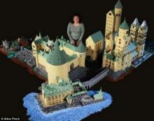 สาวคลั่ง ′แฮร์รี่ พอตเตอร์′ สร้าง ′ฮอกวอตส์′ จากเลโก้ ครึ่งล้าน (ชมภาพชุด)