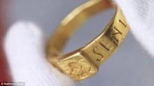 โชว์แหวนต้นกำเนิดเดอะ ลอร์ด เดอะ ริงเป็นครั้งแรก
