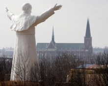 โปแลนด์เปิดตัวรูปปั้นโป๊ปจอห์น พอลที่ 2 สูงที่สุดในโลก