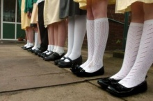 วิจัยพบเด็กยุคใหม่ผูกเชือกรองเท้าเป็นช้า