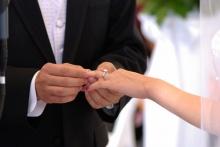 แหวนแต่งงาน อย่าทำหล่นลงพื้น