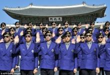 เกาหลีใต้ เปิดตัวชุด ตร.ท่องเที่ยวอย่างเท่ ออกแบบโดยศิลปินดัง ไซ กังนัมสไตล์