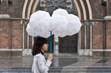 สารพัดร่มดีไซน์เก๋ สร้างสีสันในวันแดดออก-ฝนพรำ