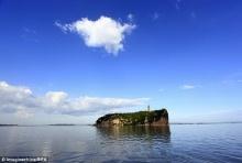 ชมภาพทะเลสาบใหญ่จีน เหือดแห้งเผยให้เห็นสะพานหินโบราณยุคราชวงศ์หมิง