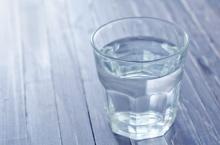 6 เหตุผลทำไมต้องดื่มน้ำอุ่นตอนเช้า