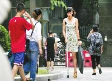 สาวจีนขาพิการ ไม่ย่อท้อชีวิตชาวเนตยก นางฟ้าขาเดียว