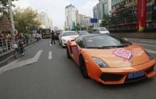 บ่าวสาวจีนโชว์ป๋า!! ทุ่มเงินเดินทางด้วยขบวนรถหรู