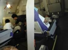 ประทับใจอาม่าน้ำใจงาม ช่วยหนุ่มสจ๊วตไทยที่ล้มป่วยบนเครื่องบิน