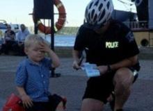 เครียดแปป!!! หนูน้อย 3 ขวบกุมขมับ เจอตำรวจเขียนใบสั่งข้อหาจอดในที่ห้ามจอด !?