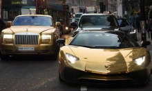 """ตามมาดูเหล่าเศรษฐีพันล้านชาวซาอุฯอวด """"รถหรูเคลือบทอง"""""""