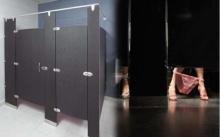 """ไขข้อสงสัย!! ทำไม? """"ห้องน้ำสาธารณะ"""" ต้องมี """"ช่องว่างระหว่างพื้นกับเพดาน"""" ?"""