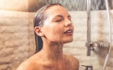 เหตุใดการอาบน้ำทุกวันจึงแย่ยิ่งกว่าการไม่อาบน้ำเลย