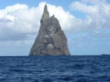 ♣ การค้นพบครั้งยิ่งใหญ่ ของ เกาะพีระมิด (Balls Pyramid) ♣