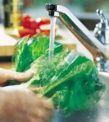 แช่น้ำสะอาดช่วยลดสารตก ค้างได้ถึง 72 %